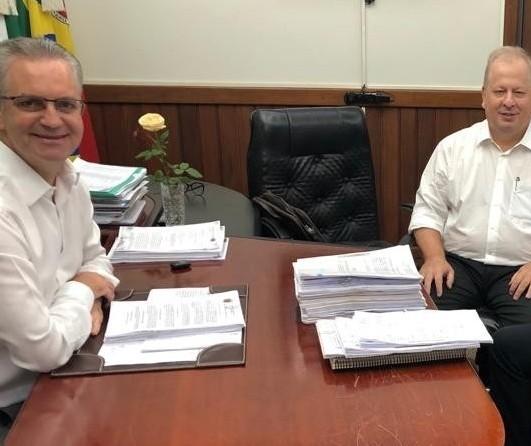 Arnoni deixa cargo de secretário da Administração de Maringá